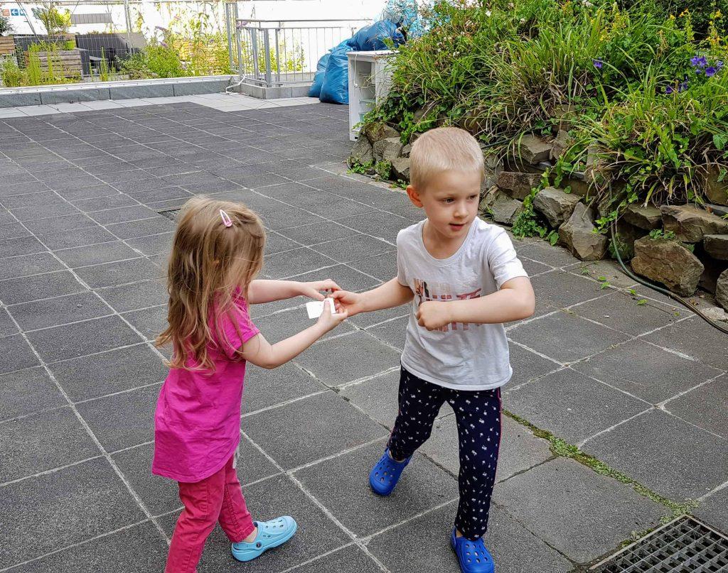 Schntitzeljagd für Kinder unterm dreck ists sauber